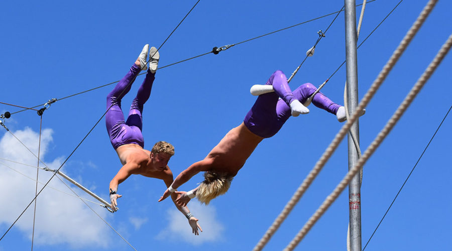 image-815072-Wenatchee-Youth-Circus-Trystin-Geren-and-Andrew-Rutz-on-Flying-Trapeze-900x500_(1)-c51ce.jpg